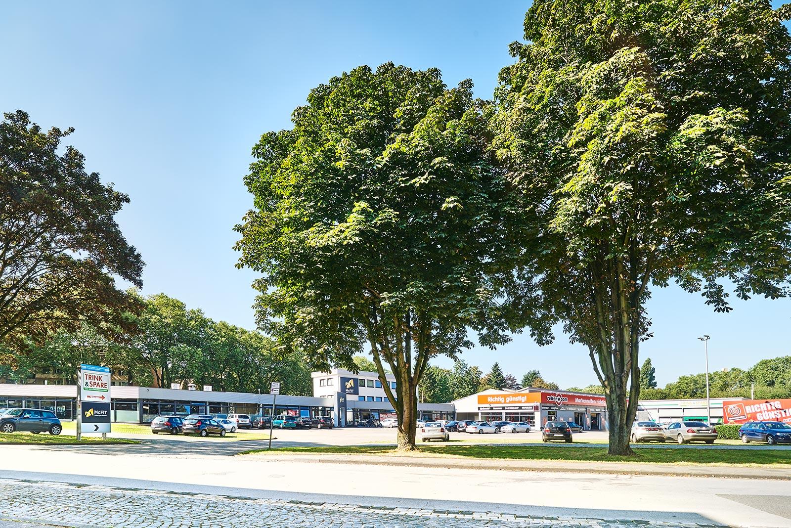 Immobilie in Duisburg (Hamborn): Fitnessstudio, Getränkemarkt, Werkstatt