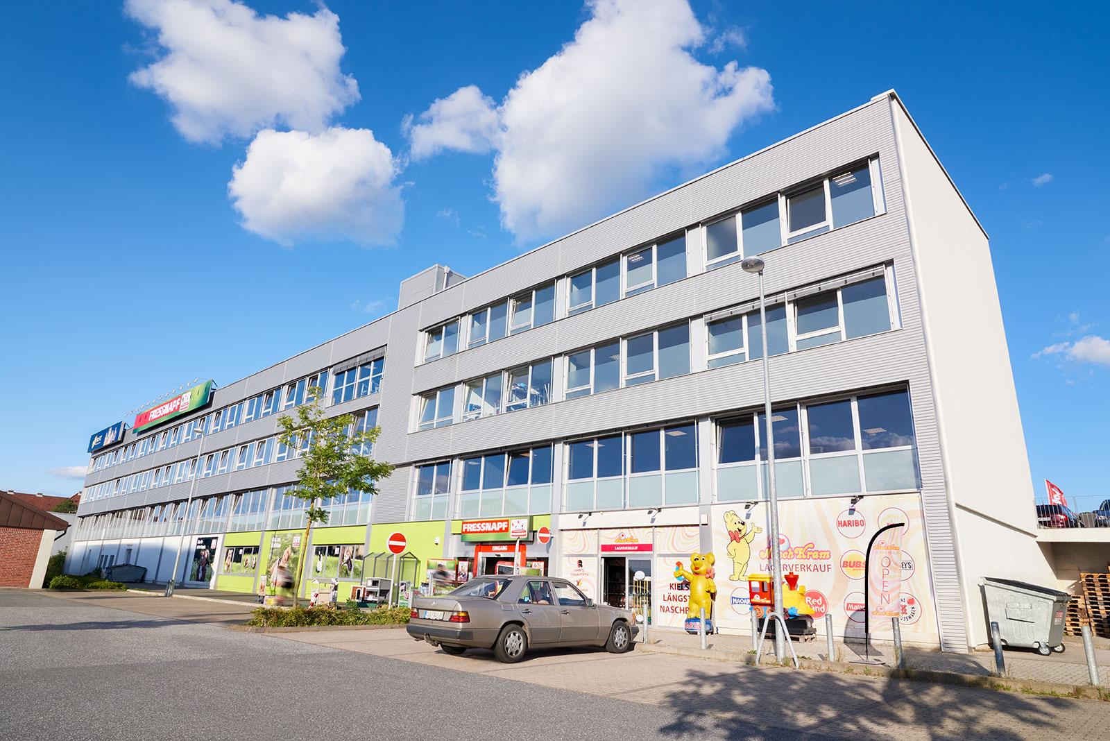 Immobilie in Kiel (Gaarden-süd): Fitness Studio, Gastronomie, Groß- und Einzelhandel, Einzelhandel für Tiernahrung und –zubehör.