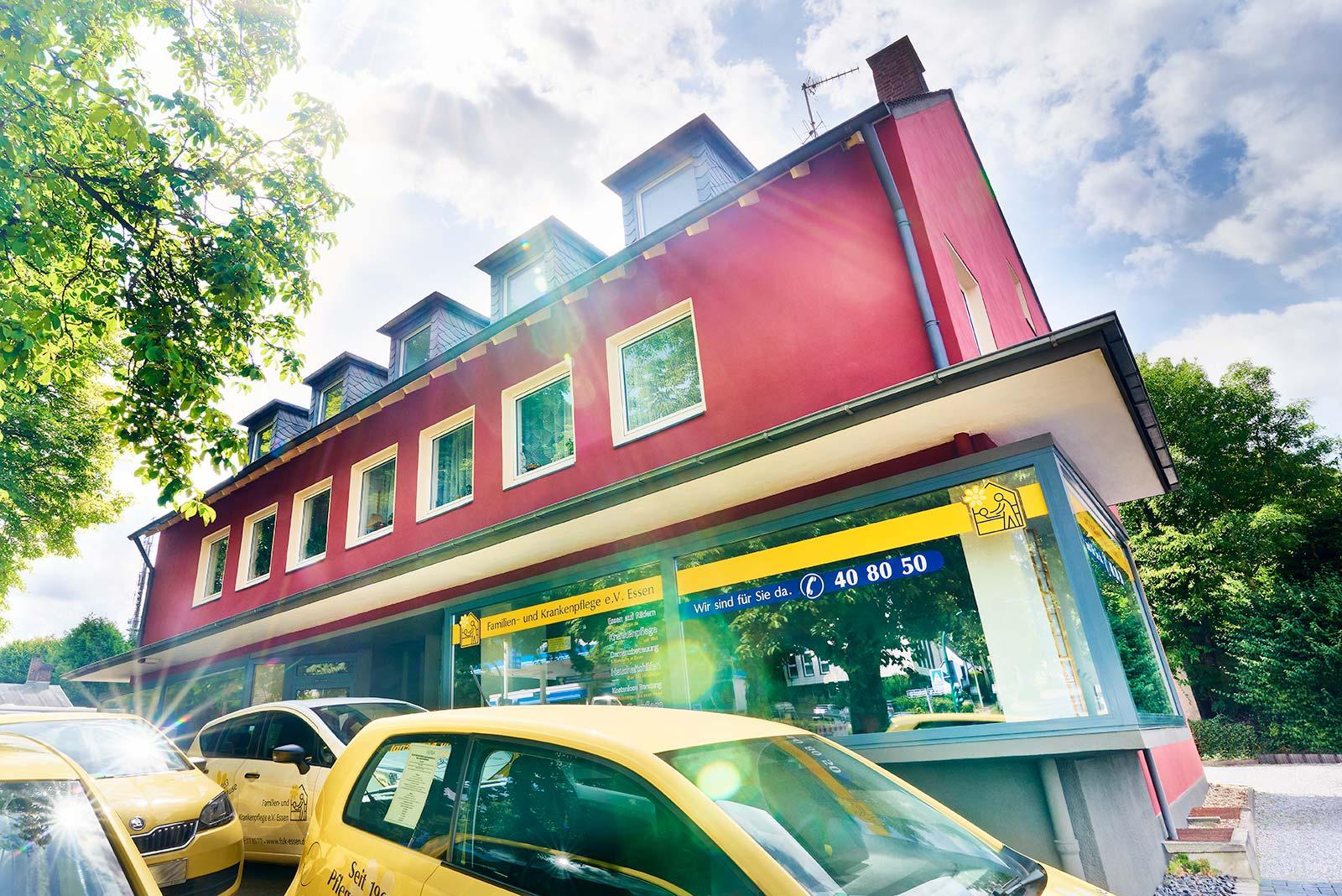 Immobilie in Essen Werden: Mehrfamilienhaus 6 Wohneinheiten (2 davon gewerblich genutzt)
