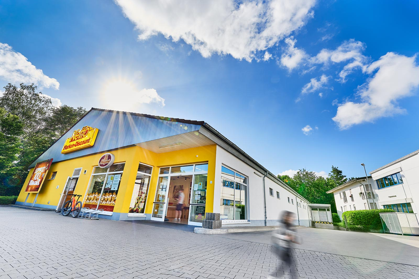 Immobilie in Schwerte: Multi-Tenant: Lebensmittel-Einzelhandel, Einzelhandel, Sonnenbank, Fitnessstudio, Büros